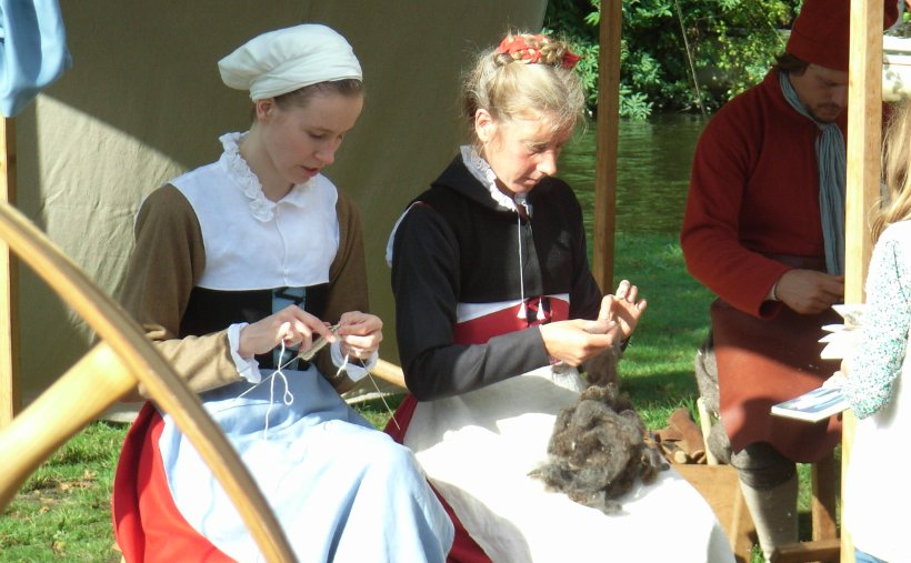 16th century women working with wool