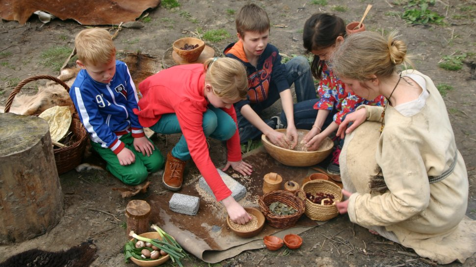 cooking stone age food with children