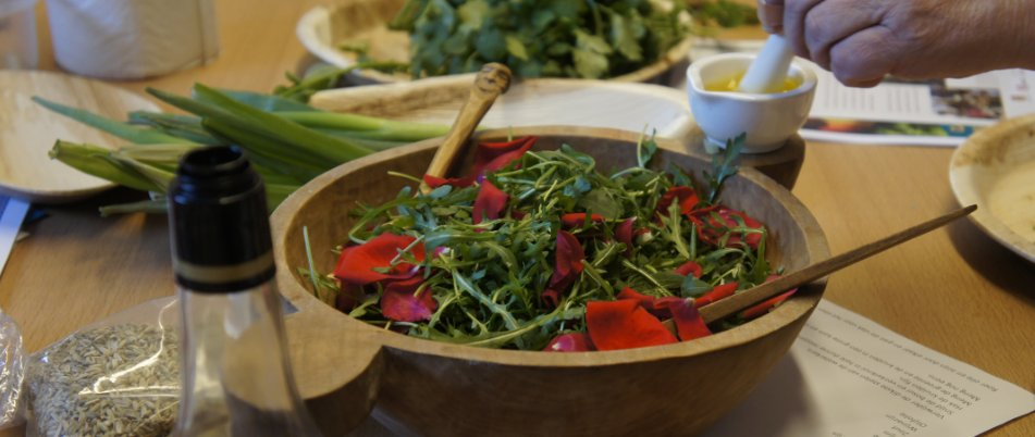 medieval cooking salad with rose petals